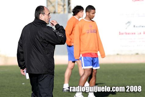 Ángel Crego dirigió su primer entrenamiento con el Guijuelo