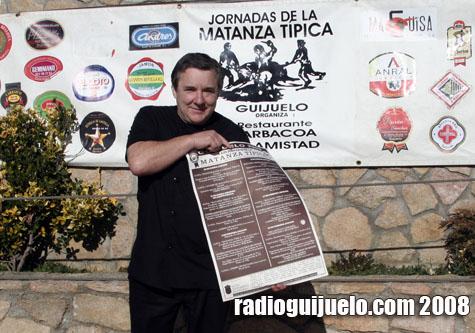 Jesús Merino muestra el programa de la Matanza Típica