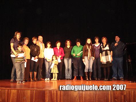 Foto de familia con los ganadores de los concursos navideños
