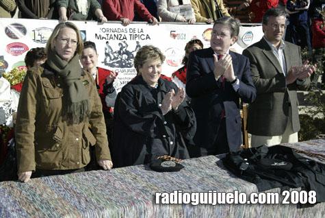 Los matanceros de honor con la presidenta de la Diputación y el alcalde de Guijuelo