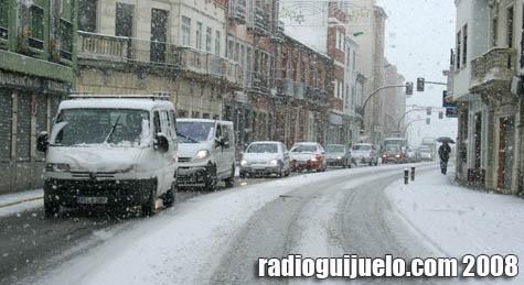 El tráfico se resintió en Guijuelo en el momento de la gran nevada