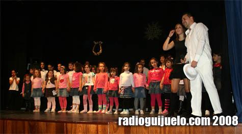 Momento de la actuación de los alumnos de la Escuela Municipal de Baile