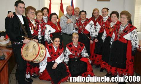 Luís Ramos entregó el bastón de mando a Amalia García, Aguedera Mayor