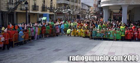 Los alumnos de los colegios llenaron la plaza Mayor de Guijuelo