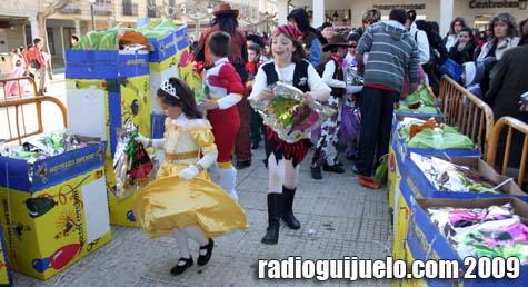El baile contó con bolsas de cotillón para todos los niños