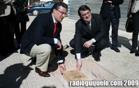 Mañueco y Ramos colocan la primera piedra de la nueva Casa Consistorial