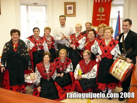Las Águedas recibieron el bastón de mando de manos de Julián Ramos