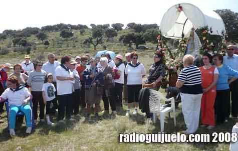 Los vecinos de Puente del Congosto asistieron a misa con la Virgen en el monte
