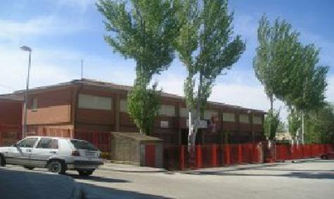 Imagen exterior del Colegio Público Miguel de Cervantes