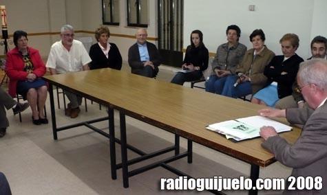 Imagen de la reunión mantenida en los Salones Parroquiales