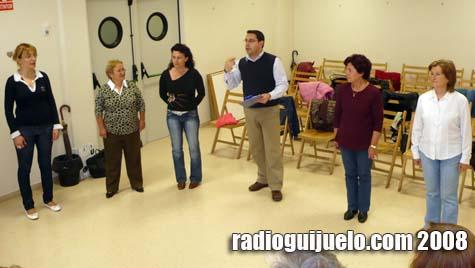 Momento del taller de risoterapia en la Bilioteca David Hernández