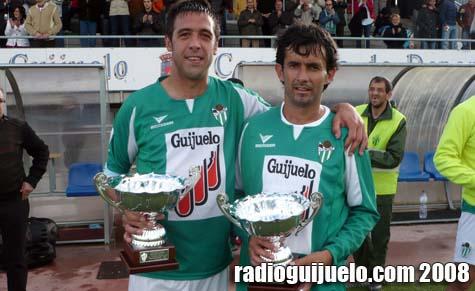 Ibai Borda y Mangas reciben sus premios al final del partido