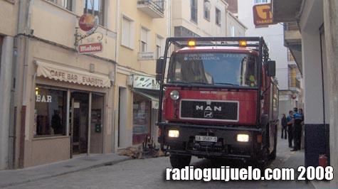 El camión de bomberos de Guijuelo en una intervención en el centro de la villa