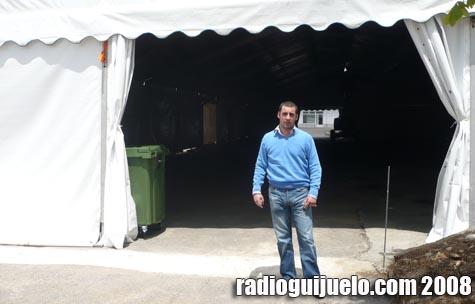 El concejal de Ferias, Pedro Rodríguez, a la entrada de la nueva carpa instalada en el Recinto Ferial