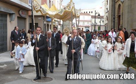 Momento de la procesión del Corpus en Guijuelo