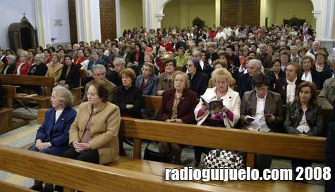La iglesia se llenó de guijuelenses que recordaron los 50 años del templo