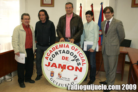 Presentación de la Academia Oficial de Cortadores en el Ayuntamiento de Guijuelo