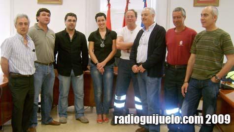Carmen Cortés, concejala de Personal, junto a los representantes sindicales