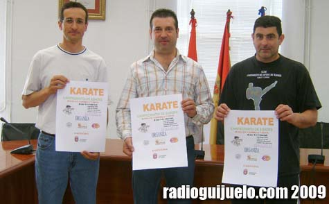 El concejal de Deporte, Manuel Berrocal, el coordinador deportivo, Melchor Herráez y el organizador Maxi Rodríguez en la presentación del campeonato de kárate