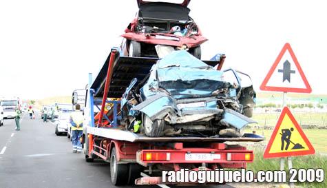 Los dos vehículos que recibieron el mayor impacto en el accidente