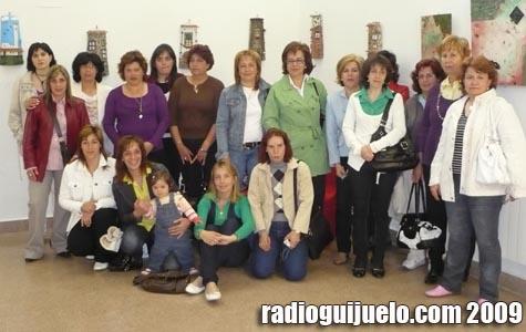 María Ángeles Venancio, concejal de Mujer, junto a las socias de AMEG