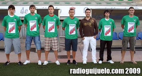 Jorge Hernández con 6 de los nuevos jugadores