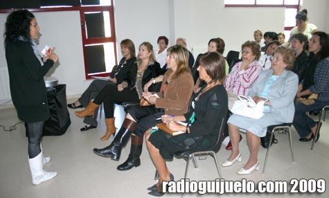 Las ediles de Mujer y Cultura, María Ángeles Venancio y Maye Álvarez, en la presentación de la película