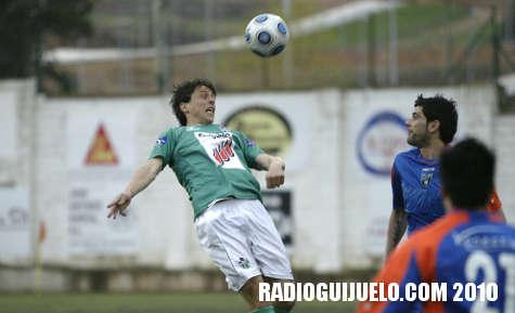 Óscar Martín en una jugada del partido