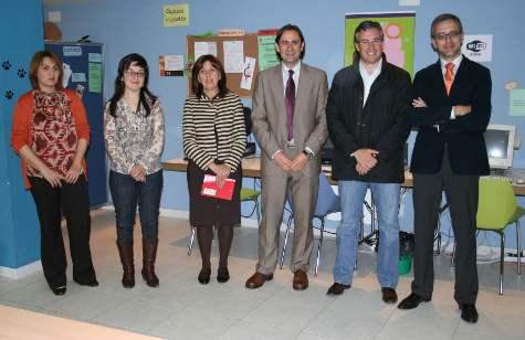 Sergio Montoya y Julián Ramos, en el centro, tras la firma del convenio