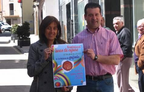 Los ediles de Cultura y Deportes presentando el cartel del Lunes de Aguas
