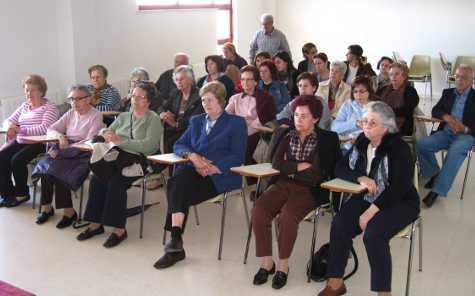 Asistentes a la reunión sobre el Alzheimer