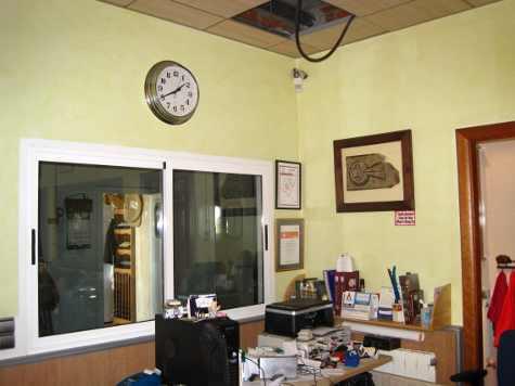 Oficina de Simón Martín donde se aprecia la alarma inutilizada en el techo