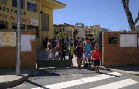 Salida de alumnos el primer día de clase en el Filiberto Villalobos. Foto archivo