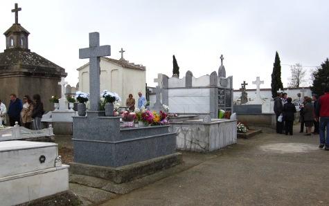 Imagen del cementerio municipal en el día de Todos los Santos. Foto archivo