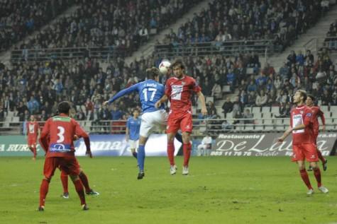 Partido en el Carlos Tartiere entre el Real Oviedo y el C.D. Guijuelo. Foto elcomercio.es