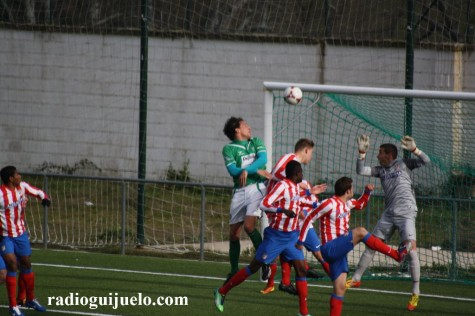 Gonzalo autor del primer gol del partido entre el Guijuelo y Atco de Madrid B