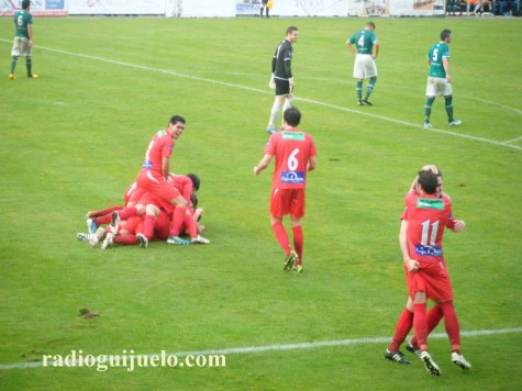 El Guijuelo celebra el gol de Germán en O Vao