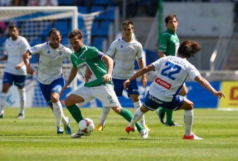 Romero conduce el balón en el Heliodoro Rodríguez López. Foto Juan Ruiz azulyblanco.com