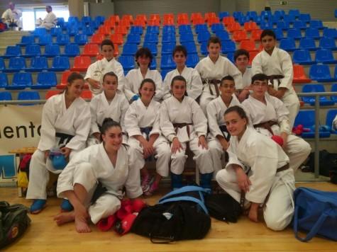 Karatecas del Gimnasio La Luna en el examen de cinturón negro. Foto archivo