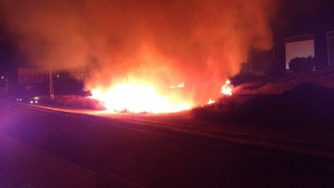 Incendio en el Camino Lateral. Foto twitter Mª Eugenia Gil