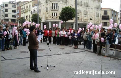 Conmemoración del Día Mundial del Cáncer de Mama en Guijuelo