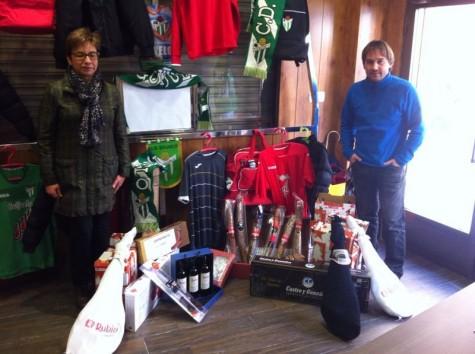 Entrega de la cesta de Navidad del C.D. Guijuelo