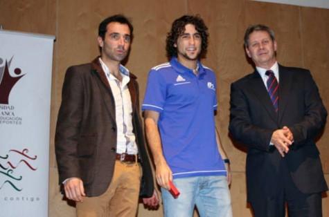 David Alejandro recibe un premio de la Universidad de Salamanca. Foto tribunasalamanca