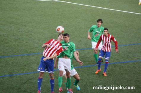 Partido entre el Guijuelo y el Sporting B en el Municipal