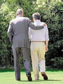 Adolfo Suarez con su majestad el Rey, Juan Carlos I. Foto laverdad.es