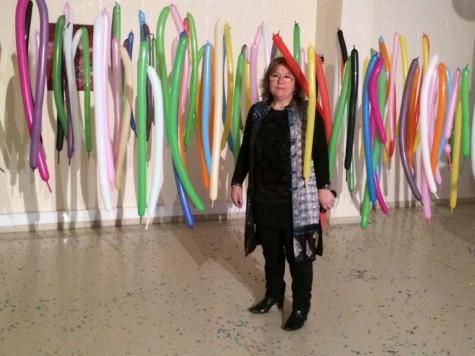 Elisa Merino en su Exposición. Foto Centro Cultural de Guijuelo
