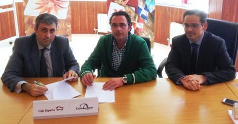 Firma del Convenio entre Caja Duero-España y la Denominación de Origen Guijuelo.  Foto Caja España-Duero