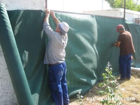 Operarios municipales trabajando en la adecuación del Recinto de espectáculos