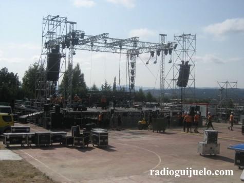 Prepartivos del escenario del concierto de Malú de esta noche