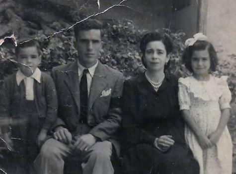 Dolores Sánchez con sus hijos.